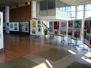 Vue partielle de l`exposition au Palais des Congrès de Royan